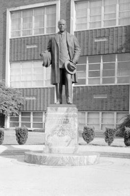 00315 The Paul Weeks Litchfield Statue.jpg