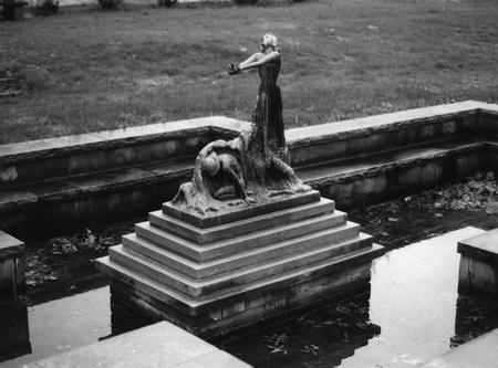 00067 The Elizabeth Smith Petty Memorial Fountain.jpg
