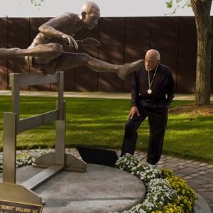 Harrison Dillard with statue.jpg
