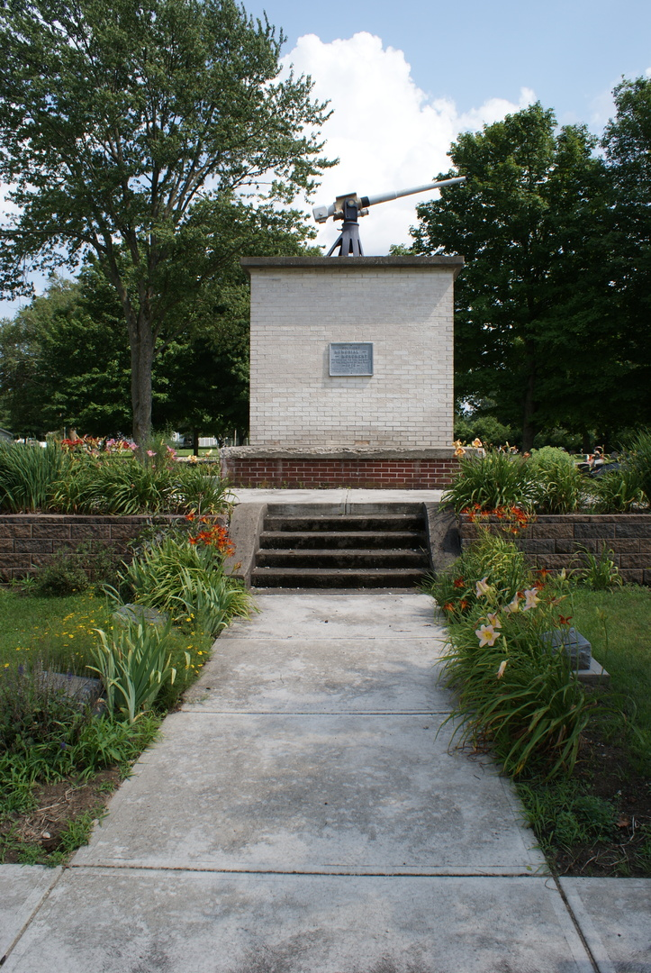 Soldiers Memorial Monument full.JPG