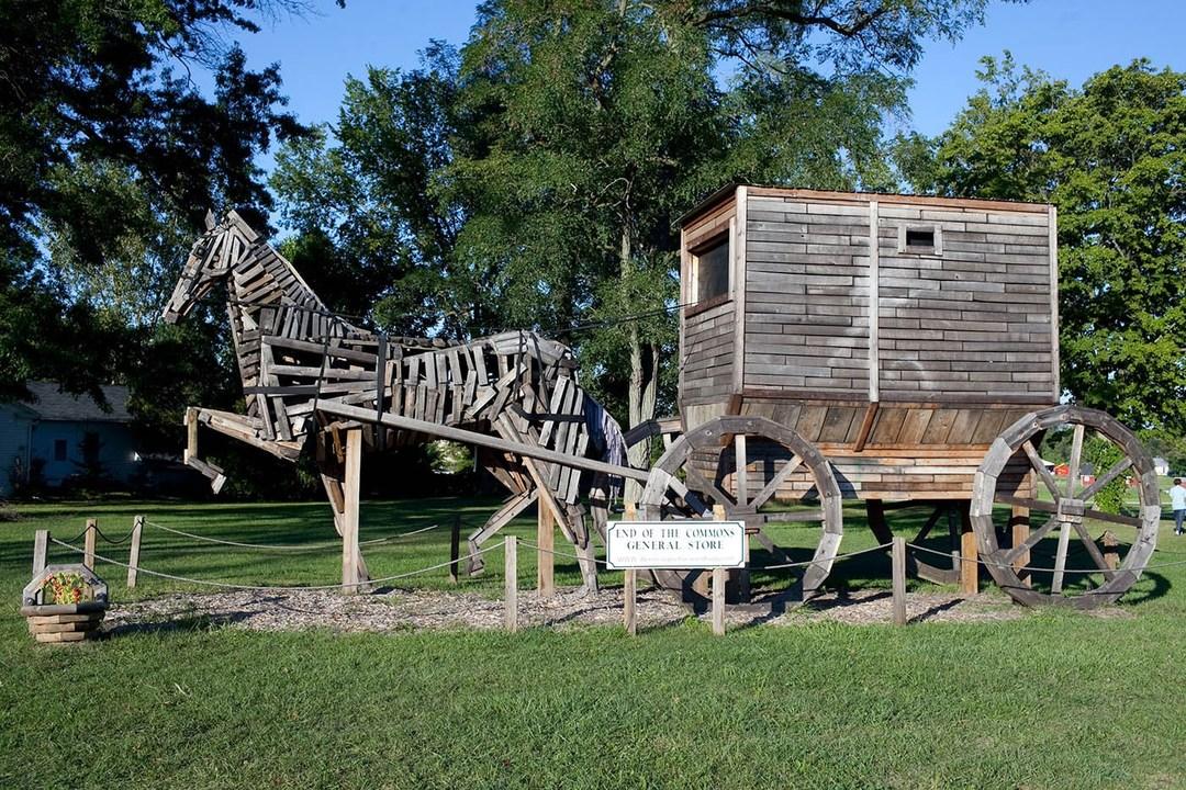 Worlds-Largest-Amish-Horse-and-Buggy-Mesopotamia-Ohio-01.jpg