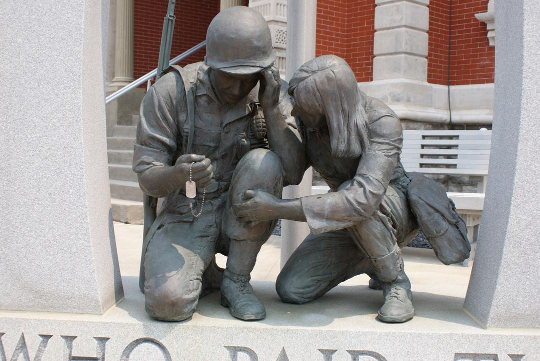 Defiance War Memorial statue.JPG