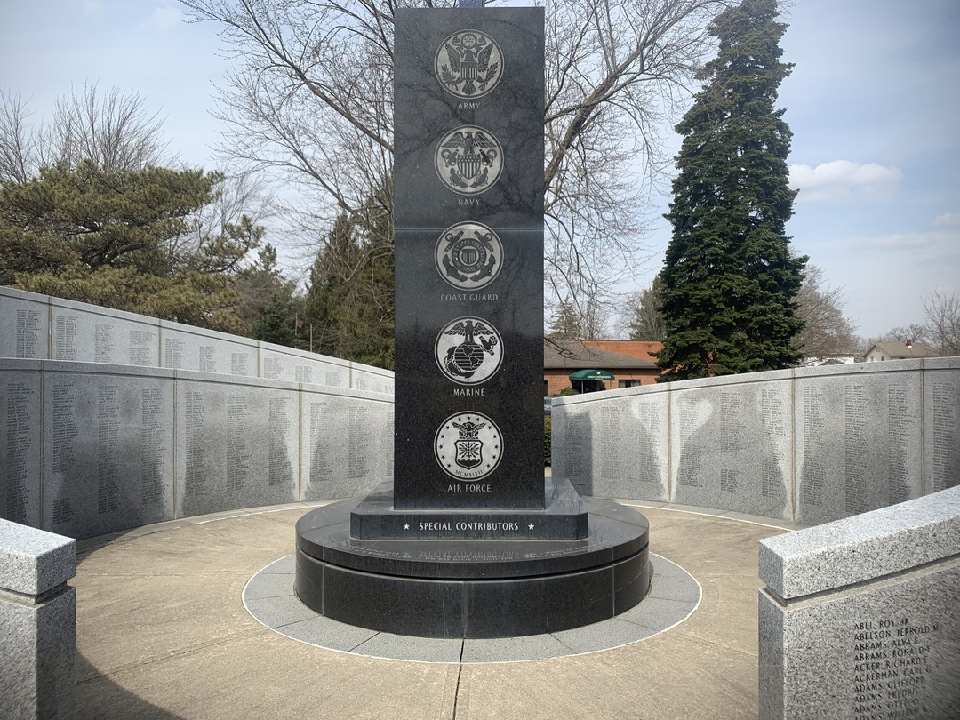 South Side Central Shaft and Wall, Marion County World War II Veterans Memorial