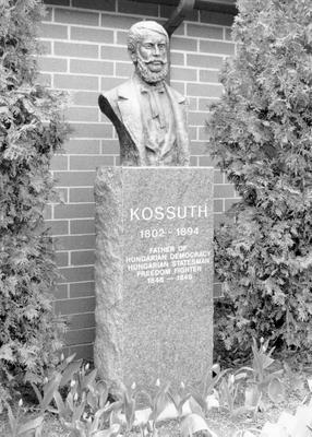 OOSI_Kossuth_Csaba_Kur.jpg