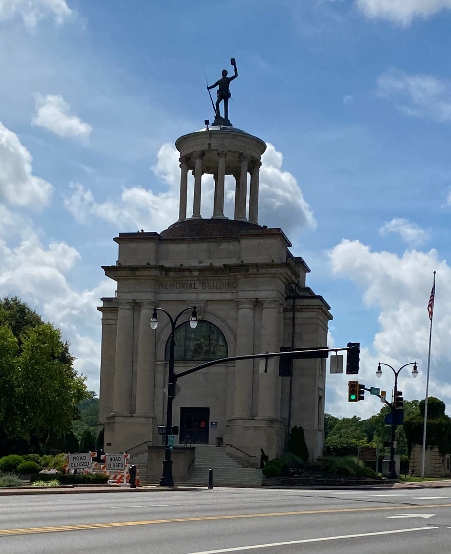 Soldiers sailors pioneers monument photo1.jpeg